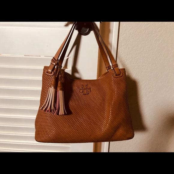 fff8f609778 Tory Burch Thea woven leather handbag. M 5a79ee8950687ca5936e0125